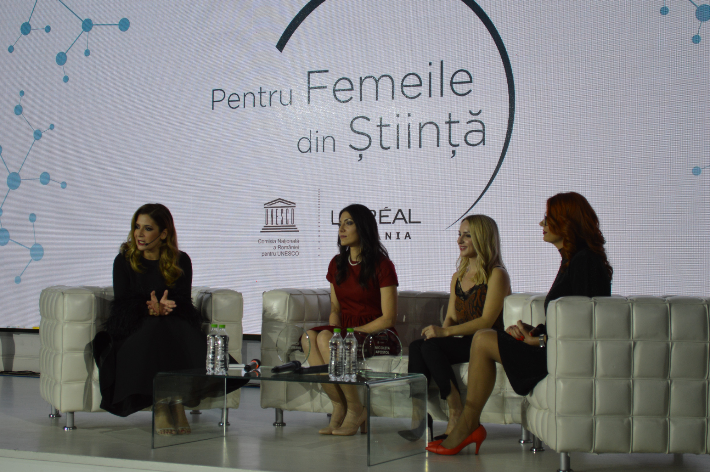 "Who are the Romanian women who were awarded at the ""For Women in Science"" Gala?"